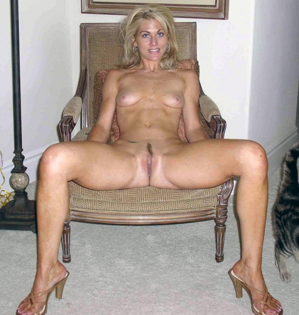 Some of the hottest milfs and other hot ladies.