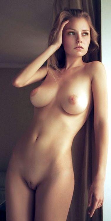 Похожие фото голых девушек
