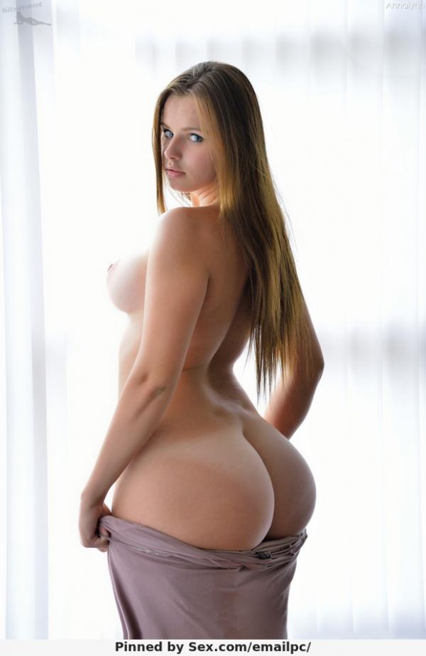 Фото голых девушек с пышной жопой
