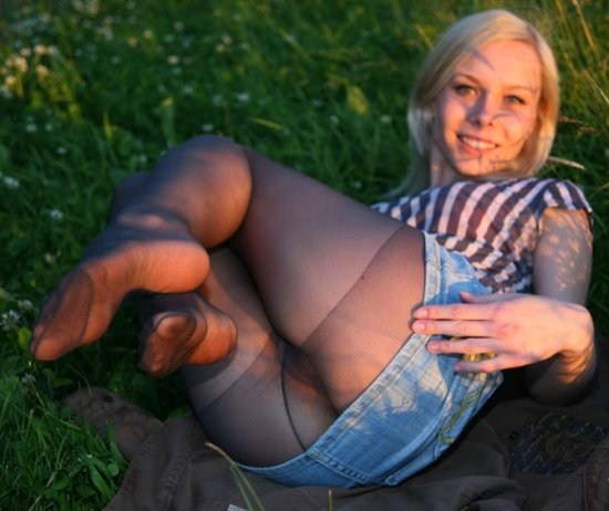dulsineya outdoors showing her hot feet in nylons