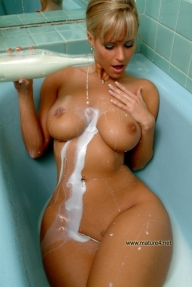 Naked Moms - Amateur homemade pictures and voyeur private shots. Picture - blonde
