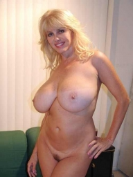 Mature women with amazing big boobs and hairy vagina - MATURE