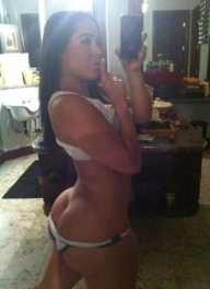 Brunette Sexting Her Big Buttcrack - Sexy Selfies