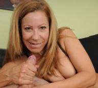 Carrie Onthewood milks a lucky stud - Handjob