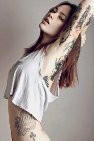Top model babe with red hair full of tattoos make this beauty - Brunette